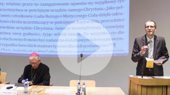 Aleksander Bańka omawia poprawki do projektu Komisji ds Świeckich